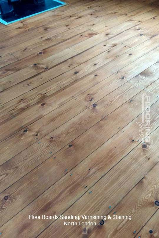 Floorboards sanding, varnishing and staining in North London 4